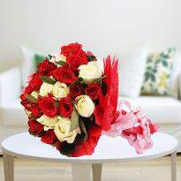 Tranquil love A bunch of red & white roses
