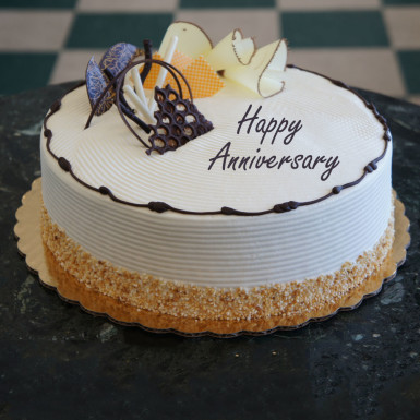 Heartfelt Anniversary Cream Cake Winni