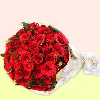 Buy Romantic Blooms Red Roses Bunch
